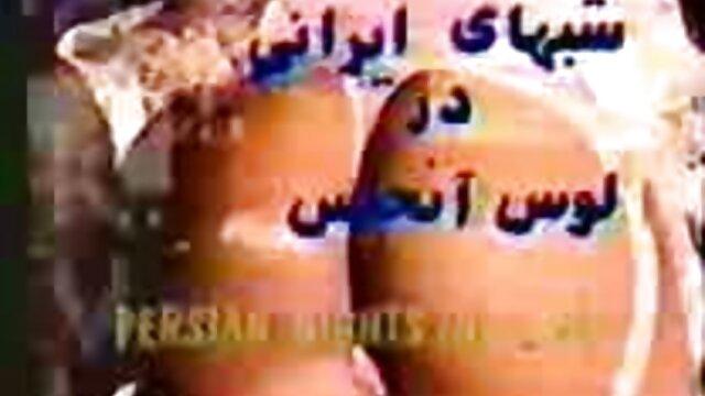 một người phụ nữ lớn, tìm thấy một phim sex luan luan moi nhat con gấu bông trong một bãi biển khỏa thân